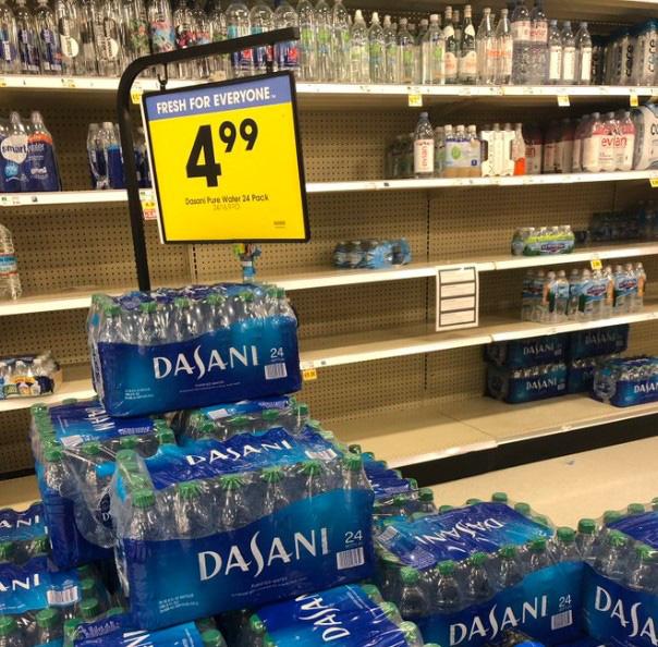 Dân Mỹ ồ ạt tích trữ nước đóng chai vì Covid-19, riêng Dasani 'trường tồn' trên kệ hàng, giảm giá 'sập sàn' cũng không ai muốn mua! - Ảnh 6.