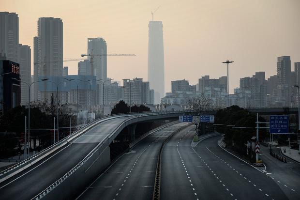 Chuyện người tài xế gần 1 tháng mắc kẹt giữa muôn trùng xa lộ Trung Quốc thời dịch Covid-19, bật khóc vì thiếu ngủ và sợ chết vô danh tính trên đường - Ảnh 1.
