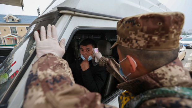 Chuyện người tài xế gần 1 tháng mắc kẹt giữa muôn trùng xa lộ Trung Quốc thời dịch Covid-19, bật khóc vì thiếu ngủ và sợ chết vô danh tính trên đường - Ảnh 2.
