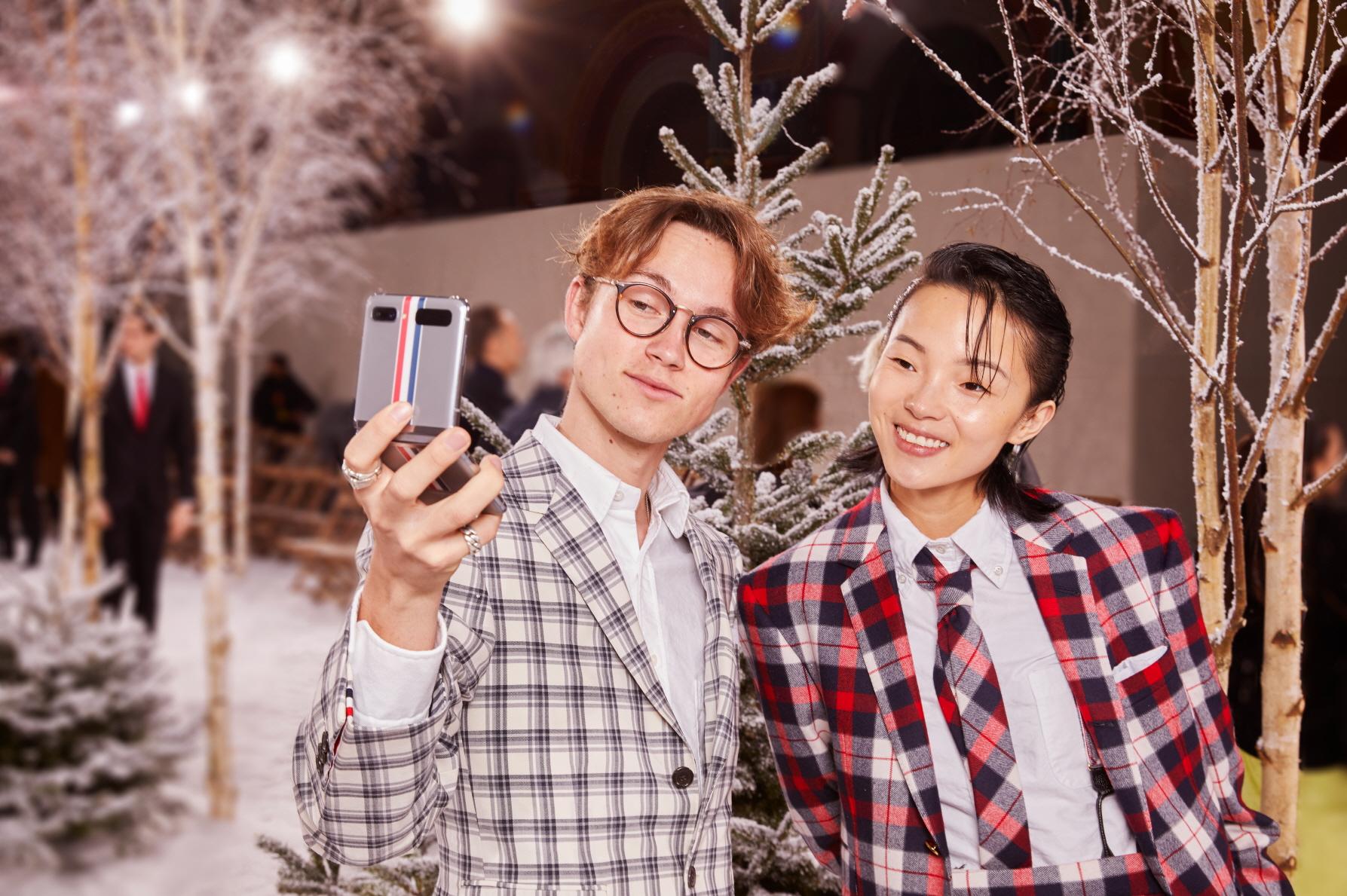 Đánh giá Galaxy Z Flip: Chiếc smartphone ấn tượng không dành cho đàn ông - Ảnh 13.