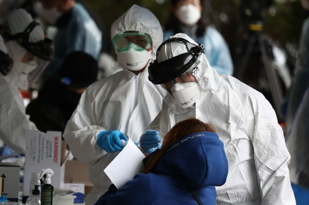 Không cần phong tỏa, Hàn Quốc vẫn kiểm soát được Covid-19, đó là nhờ bài học xương máu trong dịch MERS năm 2015 - Ảnh 3.