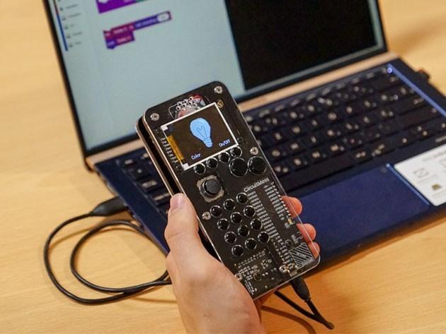Tự lắp ráp một chiếc điện thoại di động cho riêng mình dễ như ăn kẹo với bộ kit 180 USD - Ảnh 1.