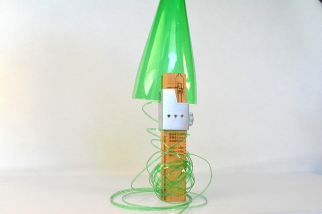 Dụng cụ đơn giản này có thể biến vỏ chai nhựa thành những sợi dây chỉ trong vài nốt nhạc - Ảnh 1.