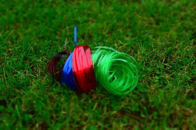 Dụng cụ đơn giản này có thể biến vỏ chai nhựa thành những sợi dây chỉ trong vài nốt nhạc - Ảnh 6.