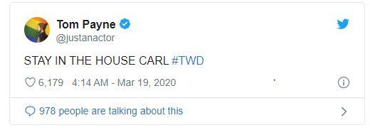 """Đến lượt """"Jesus"""" Tom Payne lên tiếng yêu cầu Carl (hay đúng hơn là fan hâm mộ) tự cách ly tại nhà để chống Covid-19."""