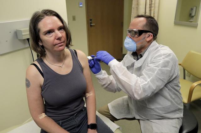 Thử nghiệm vắc-xin giai đoạn đầu sẽ thử nghiệm vắc-xin trên 45 người nam và người nữ không mang thai trong độ tuổi từ 18 đến 55.