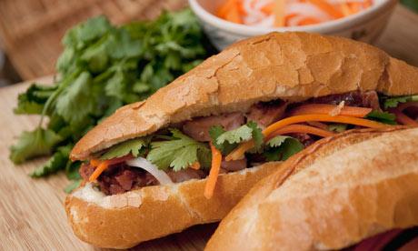 Google vinh danh bánh mì Việt Nam, một trong những món ăn đường phố ngon nhất thế giới - Ảnh 2.