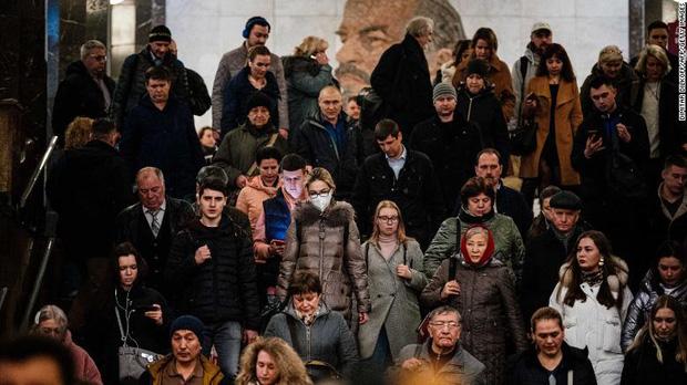 CNN: Tại sao Nga có tới 146 triệu dân nhưng chỉ 0,0001% người nhiễm bệnh giữa cơn bão Covid-19 đang càn quét khắp châu Âu? - Ảnh 2.