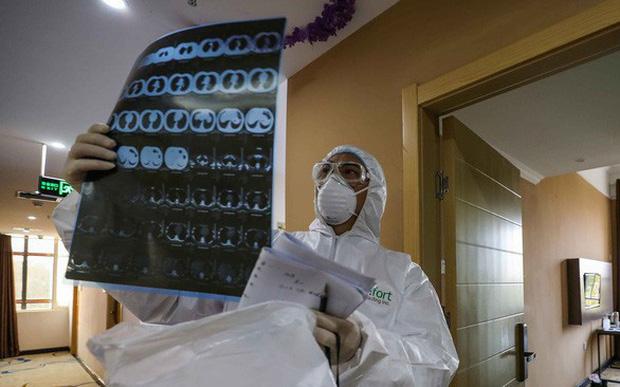 41,5% ca mắc COVID-19 ở Việt Nam không có triệu chứng ho, sốt, tức ngực, khó thở - Ảnh 1.