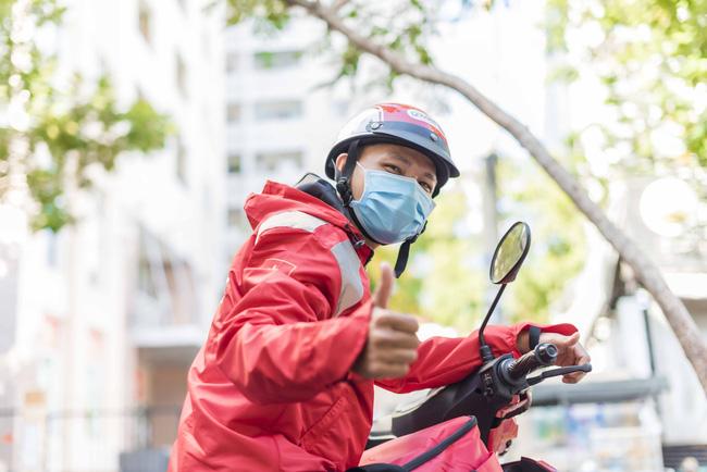 Tài xế xe ôm công nghệ được hỗ trợ 6 tháng bảo hiểm, hưởng đến 100 triệu đồng nếu tử vong vì dịch Covid-19 - Ảnh 1.
