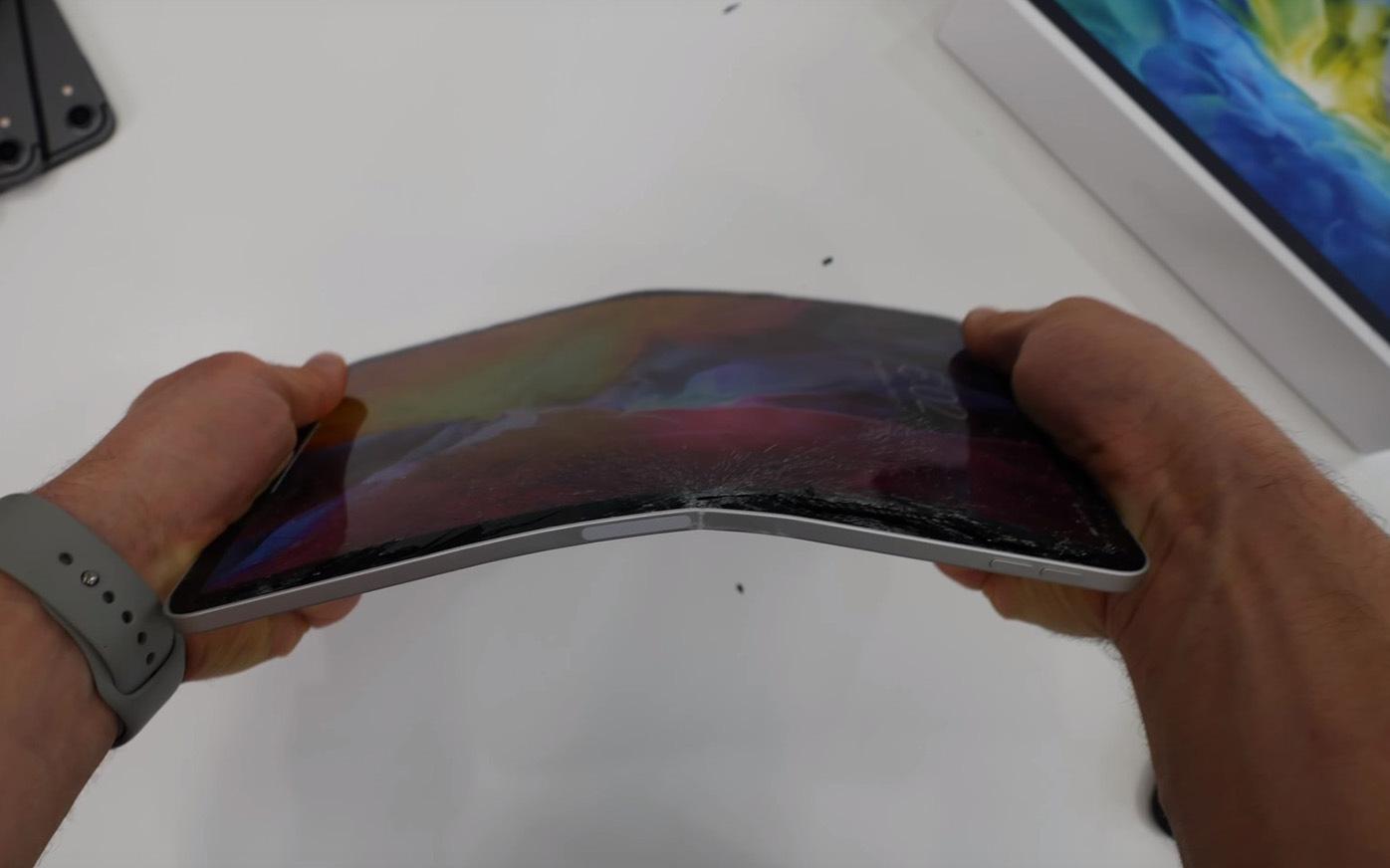 """iPad Pro 2020 kế thừa cả """"tính năng"""" Apple không mong muốn của đời 2018"""