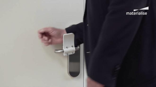 Với món đồ đơn giản này, bạn có thể mở cửa mà không cần chạm vào tay nắm - Ảnh 2.