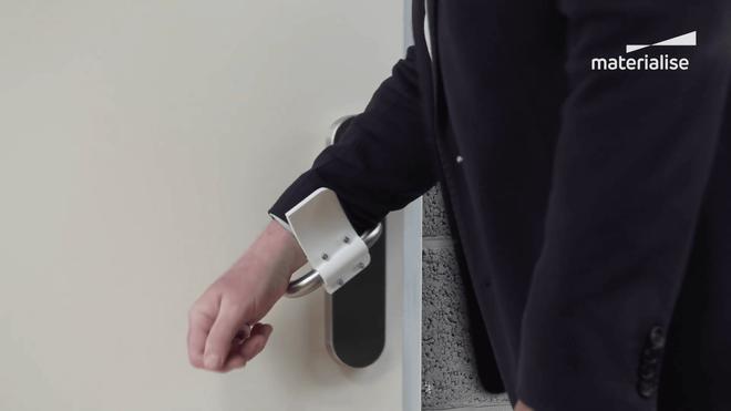Với món đồ đơn giản này, bạn có thể mở cửa mà không cần chạm vào tay nắm - Ảnh 3.