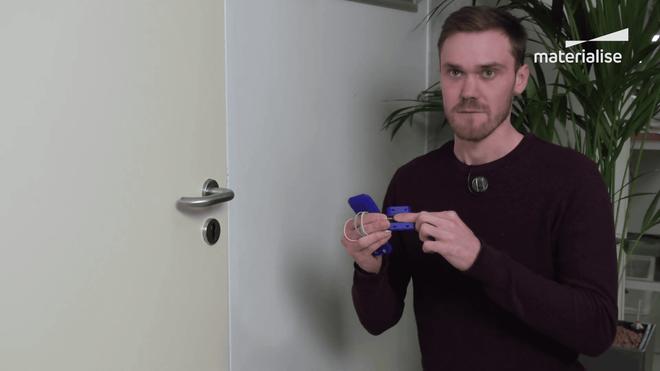 Với món đồ đơn giản này, bạn có thể mở cửa mà không cần chạm vào tay nắm - Ảnh 4.