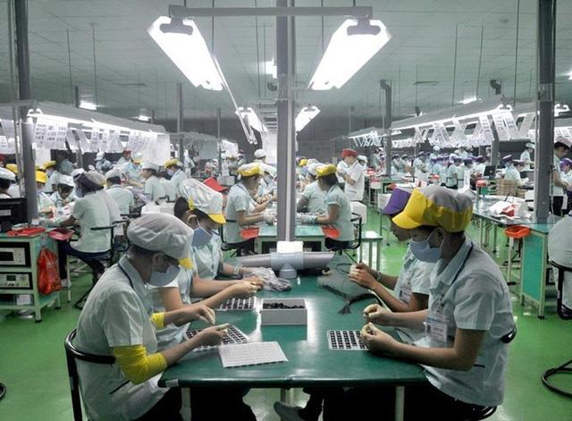 Apple, Microsoft, Google tìm cách chuyển sản xuất sang Việt Nam, nhưng điều đó có dễ dàng như tưởng tượng? - Ảnh 2.