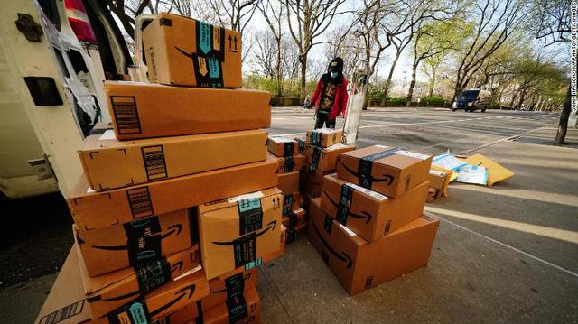 Amazon sinh ra như để dành cho Covid-19: Mọi lĩnh vực kinh doanh đều phất như diều gặp gió, đã mạnh, khủng hoảng xảy ra càng mạnh hơn, tương lai còn mạnh nữa! - Ảnh 3.