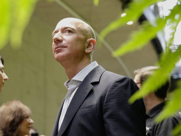 Tiết lộ chi phí bảo vệ bản thân của giới tỷ phú công nghệ: Tim Cook tiêu ít bất ngờ, Mark Zuckerberg làm cả hầm trú ẩn trong nhà - Ảnh 12.