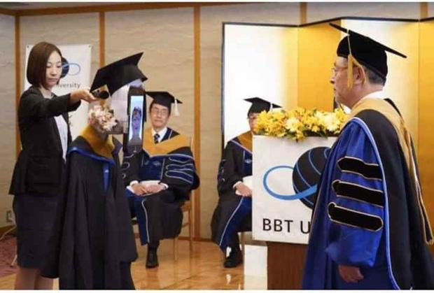 Không thể nhịn cười với loạt ảnh tốt nghiệp mùa dịch: Sinh viên Nhật Bản xứng đáng ngôi vị lầy nhất thế giới - Ảnh 3.