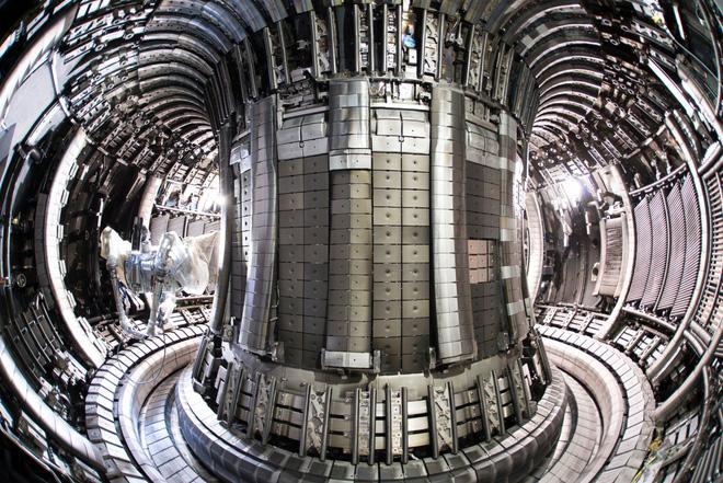 Thiết bị nặng 1200 tấn này vừa được Trung Quốc vận chuyển tới Pháp để lắp đặt Mặt Trời nhân tạo - Ảnh 4.