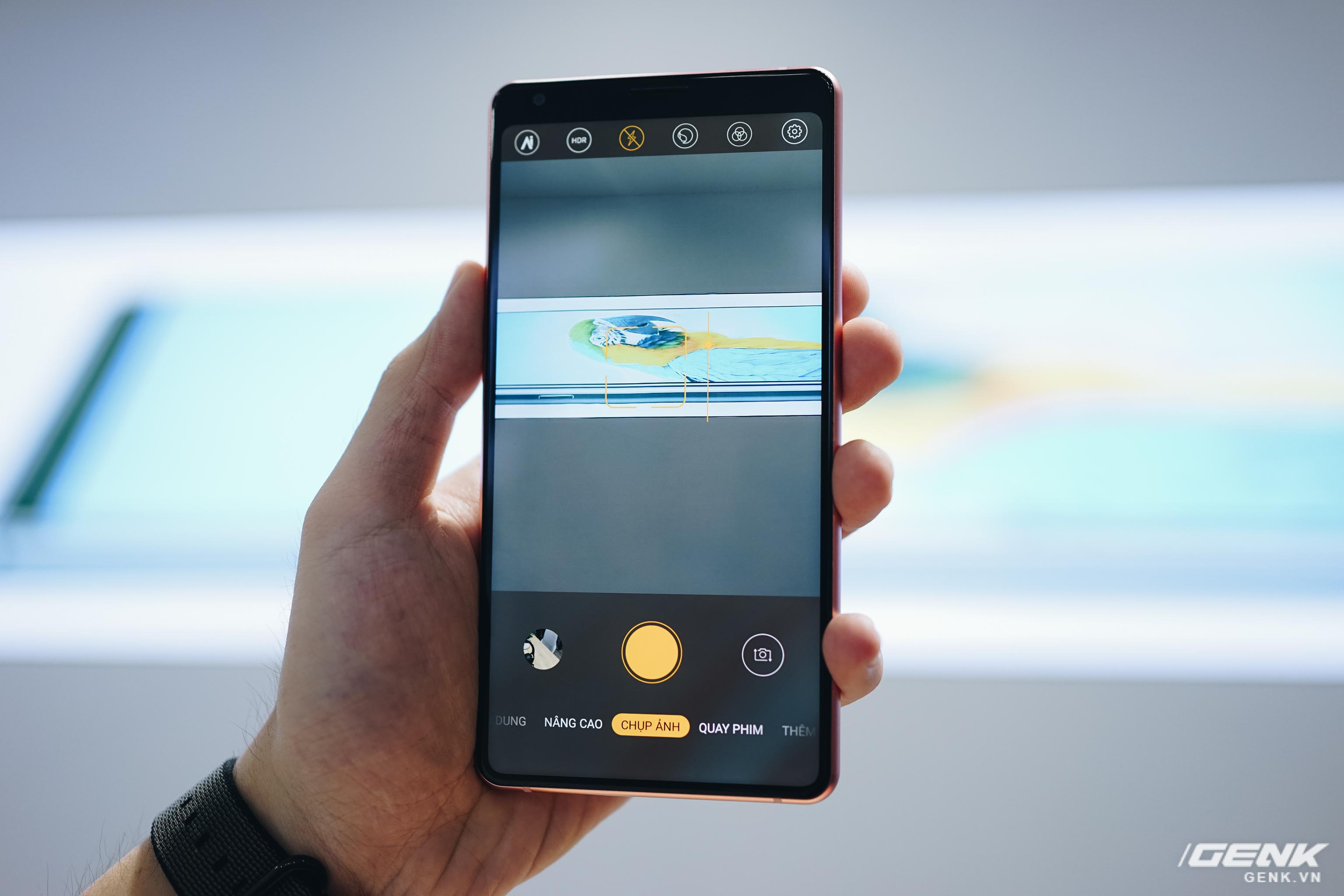 Những điểm hoài nghi ở Bphone B86: Chống nước IP68+, camera gây hiểu lầm, hình nền đạo iPhone 11 - Ảnh 6.
