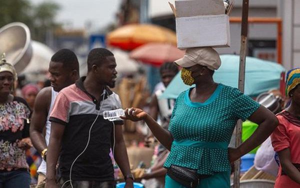 """Kỷ lục """"siêu lây nhiễm"""" Covid-19 ở Ghana: 1 người lây cho 533 người - Ảnh 1."""