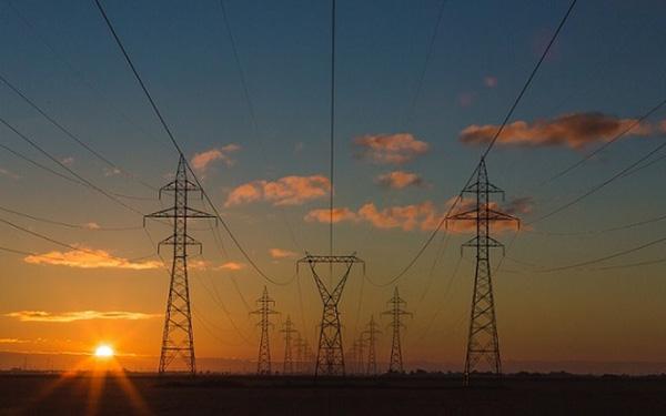 Câu chuyện lạ ở châu Âu: Nhà cung cấp trả tiền cho người dân dùng thêm điện vì dịch Covid-19 - Ảnh 1.