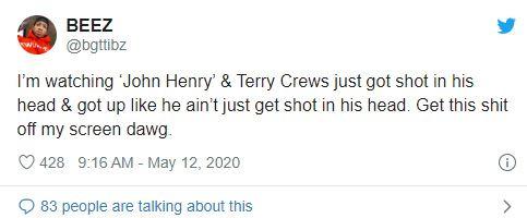 """Tôi đang xem """"John Henry"""", có đoạn Terry Crews bị bắn lủng sọ mà vẫn đứng lên được như không có gì xảy ra. Dẹp ngay cái bộ phim nhảm nhí này đi hộ cái""""."""