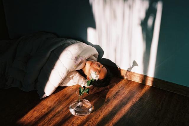 Bộ ảnh lột tả văn hóa cô đơn của người trẻ Hàn Quốc: Thế hệ từ bỏ mọi thứ và sẵn sàng sống độc thân chỉ cần là vui - Ảnh 5.