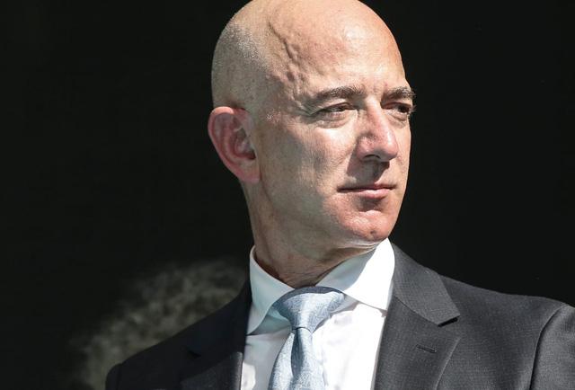 Việc Jeff Bezos có thể trở thành tỷ phú nghìn tỷ USD vấp phải chỉ trích dữ dội, bị Thượng nghị sĩ Mỹ gọi là vô đạo đức - Ảnh 2.