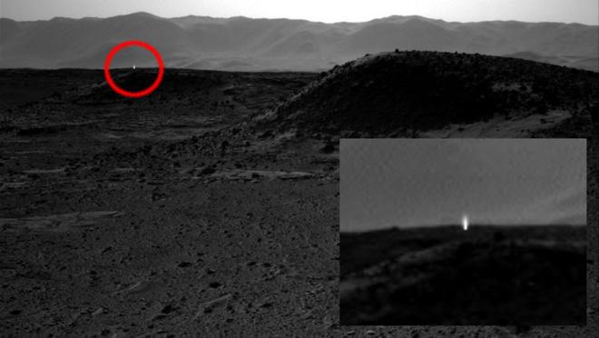 Những hình ảnh kỳ lạ nhất từng được chụp trên sao Hỏa - Ảnh 3.
