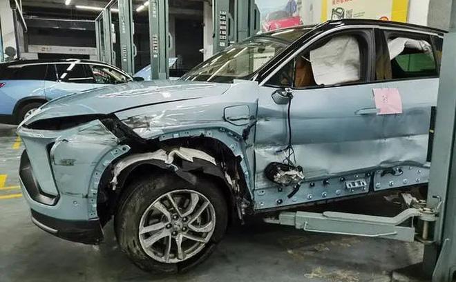 Xe điện Trung Quốc vừa mua 1 tháng đã nổ cả cặp lốp gây tai nạn, nạn nhân tuyên bố: Chắc chắn có vấn đề về chất lượng! - Ảnh 1.