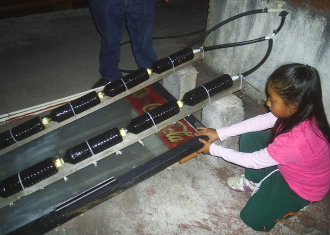 Nghiên cứu khoa học từ năm 4 tuổi, em bé này đã sáng chế ra bình nóng lạnh chỉ bằng vật liệu tái chế - Ảnh 1.