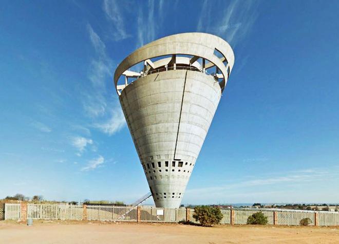 Ngọn tháp kỳ quặc này là gì mà dù có vẻ cực kỳ dễ đổ, người ta cứ xây nó tràn lan khắp thế giới? - Ảnh 4.