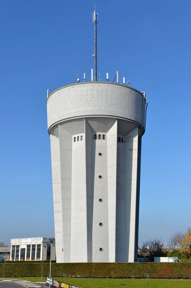 Ngọn tháp kỳ quặc này là gì mà dù có vẻ cực kỳ dễ đổ, người ta cứ xây nó tràn lan khắp thế giới? - Ảnh 5.