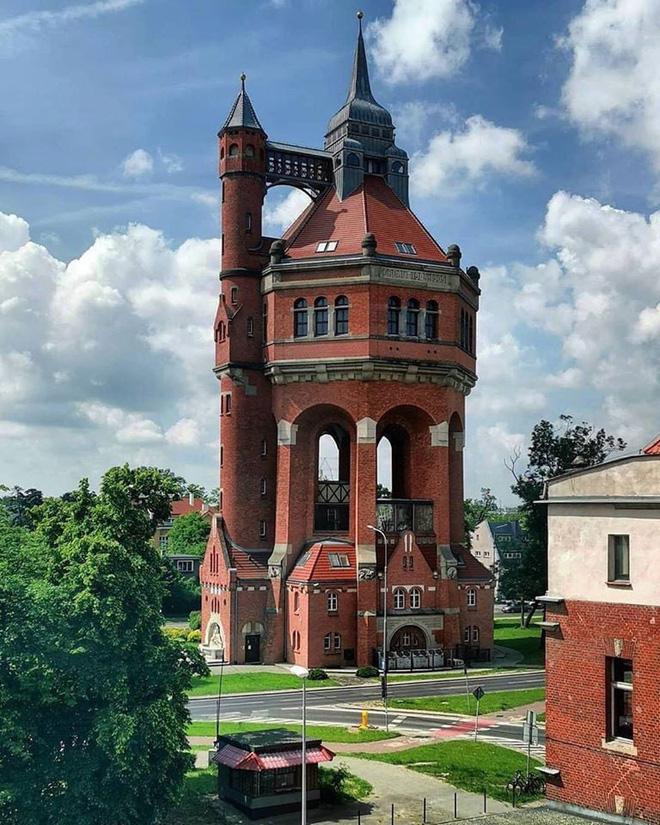 Ngọn tháp kỳ quặc này là gì mà dù có vẻ cực kỳ dễ đổ, người ta cứ xây nó tràn lan khắp thế giới? - Ảnh 6.