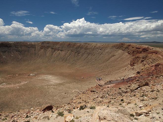 Thiên thạch có sức công phá ngang 10 tỷ quả bom nguyên tử lao vào Trái Đất ở góc siêu hiểm, xóa sổ hoàn toàn khủng long - Ảnh 2.
