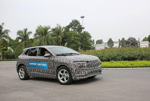 Lộ diện ô tô điện của VinFast ngụy trang kín mít chạy thử? - Ảnh 2.