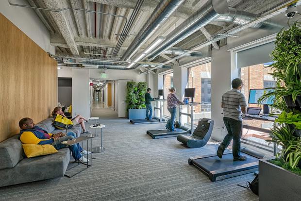 Sợ nhân viên ở nhà tránh Covid không hiệu quả, Google tặng mỗi người tận 20 triệu để... sắm sửa đồ tại gia - Ảnh 2.