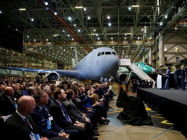 Airbus vượt mặt Boeing, là hãng hàng không đầu tiên trên thế giới có thể bơm xăng tự động khi đang bay - Ảnh 18.