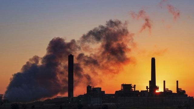 Khí thải từ nhà máy ở Glenrock, bang Wyoming, Mỹ. Photo: J. David Ake / Associated Press