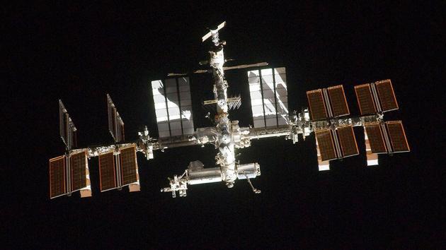 Vi khuẩn trong không gian: Làm thế nào để giữ cho trạm vũ trụ luôn sạch sẽ? - Ảnh 1.