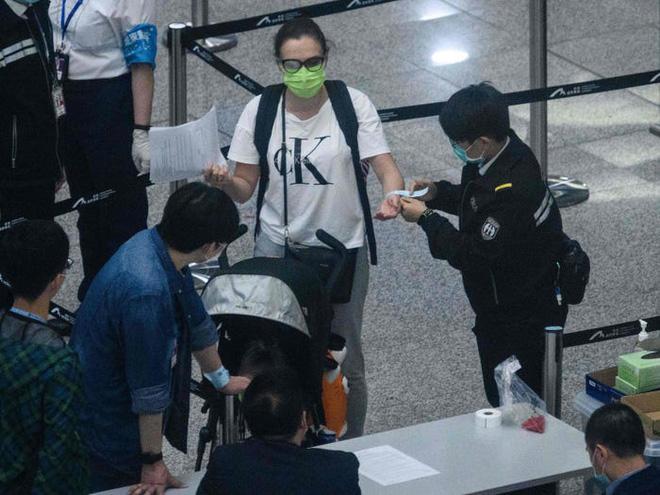 Đây là thiết bị công nghệ ai đến Hong Kong cũng đều phải đeo, nếu vi phạm sẽ bị phạt tù 6 tháng - Ảnh 1.