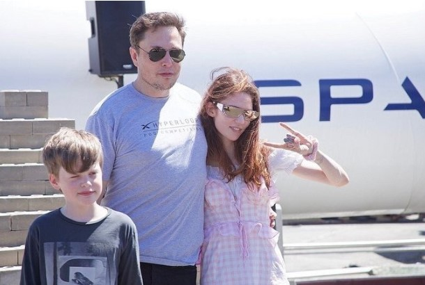 Chuyện tình từ một dòng tweet 'vu vơ' về AI giữa Elon Musk và bạn gái kém 16 tuổi: Chẳng ai quá bận để yêu đương, dù đó là kẻ cuồng việc như ông chủ Tesla! - Ảnh 4.