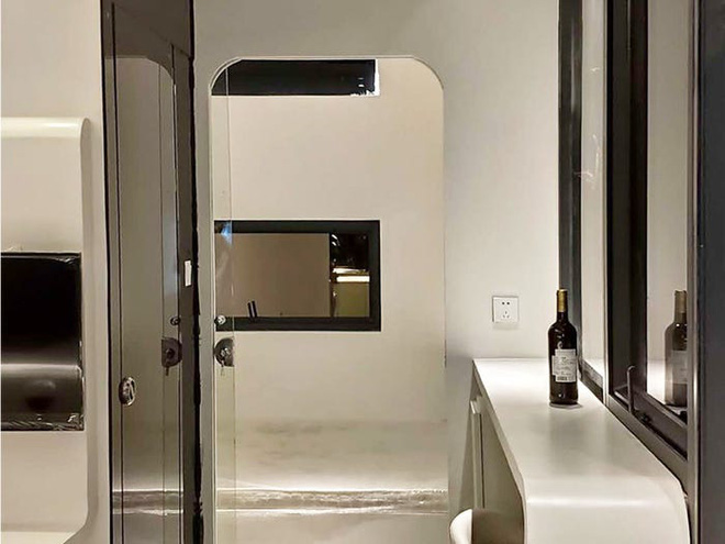 Bên trong căn nhà thông minh dành cho 4 người có thiết kế như tàu vũ trụ - Ảnh 8.