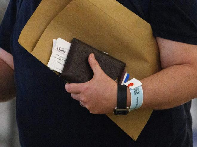 Đây là thiết bị công nghệ ai đến Hong Kong cũng đều phải đeo, nếu vi phạm sẽ bị phạt tù 6 tháng - Ảnh 8.