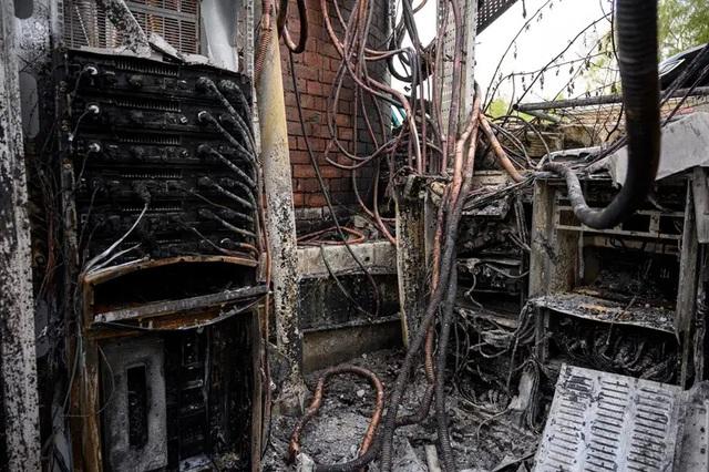 Dân Anh nhổ nước bọt vào mặt kỹ sư mạng, phá hoại 77 cột phát sóng viễn thông vì tin vào thuyết âm mưu 5G gây ra COVID-19 - Ảnh 3.