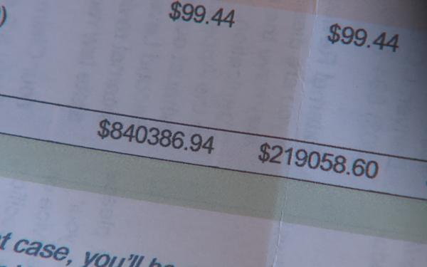 Chưa kịp vui vì mới ra viện, bệnh nhân Covid-19 sốc khi nhận hóa đơn hơn 840.000 USD - Ảnh 1.