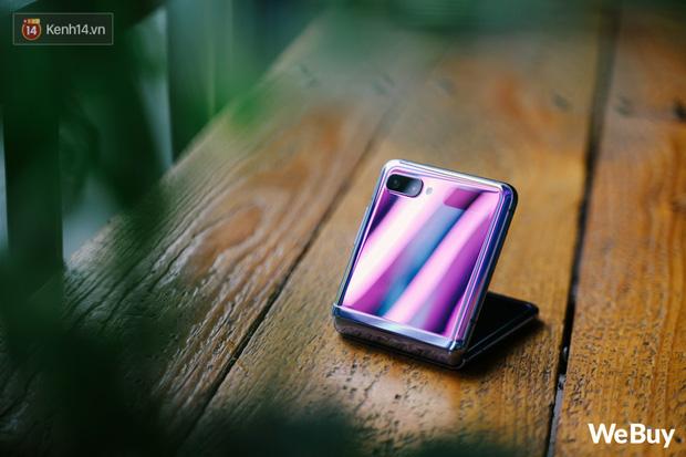 Chuyện nàng Low-tech dùng đồ Hi-tech: Khi điện thoại biến thành trang sức, sang chảnh vô cùng - Ảnh 1.