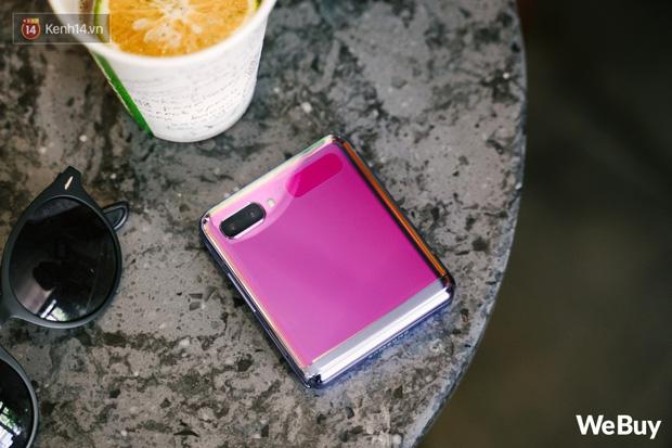 Chuyện nàng Low-tech dùng đồ Hi-tech: Khi điện thoại biến thành trang sức, sang chảnh vô cùng - Ảnh 2.