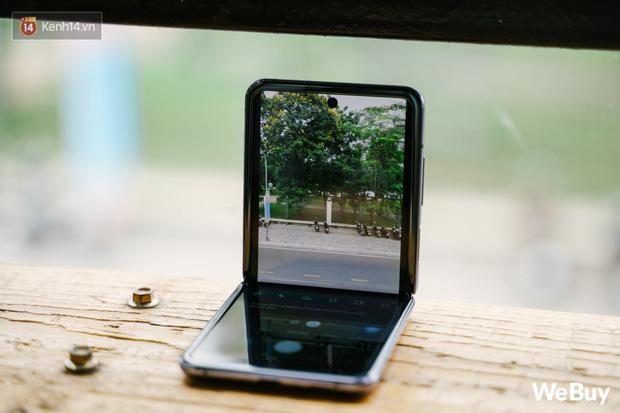 Chuyện nàng Low-tech dùng đồ Hi-tech: Khi điện thoại biến thành trang sức, sang chảnh vô cùng - Ảnh 3.